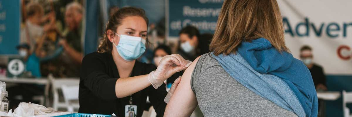 UCF nursing student administers a COVID-19 vaccination